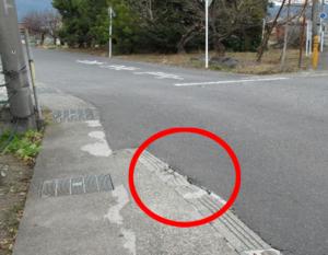 縁石破損の道路改修について